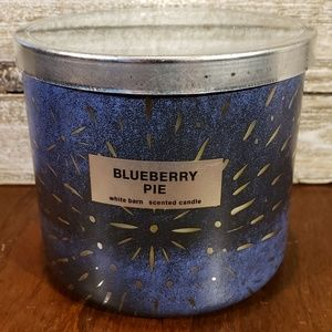 Bath & Body Works Candle • Blueberry Pie